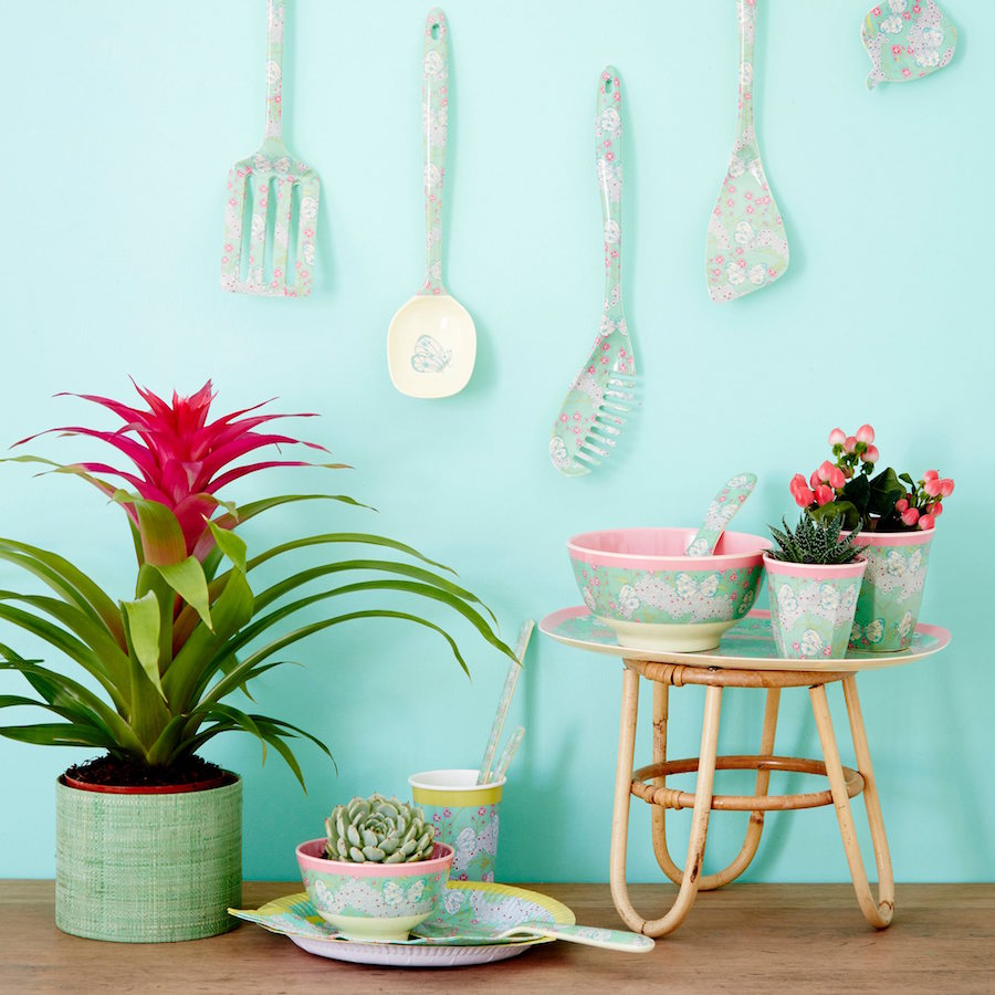 Gorgeous Ways To Incorporate Scandinavian Designs Into Your Home: How To Incorporate The Tropical Trend Into Your Home