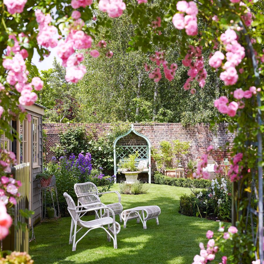 5 Ways To Make Your Garden Pop This Summer