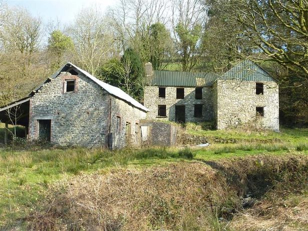 7 Things To Consider Before Buying A Project Property - A Traditional Stone Farmhouse Abergorlech, Near Carmarthen  -  Image Credit: BJP Residential Llandeilo - Via walesonline.co.uk