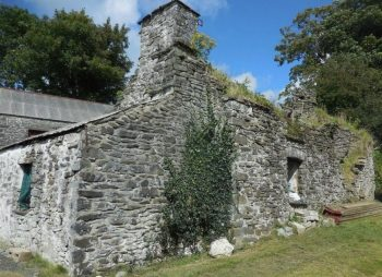 7 Things To Consider Before Buying A Project Property - Grade ll Listed Stone Built Cottage Llanrhystud, Ceredigion - Image Credit: Lloyd, Herbert & Jones - Via walesonline.co.uk -