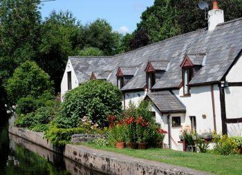 Pen-y-Ddol Cottage, Llangollen Canal in Denbighshire Wales
